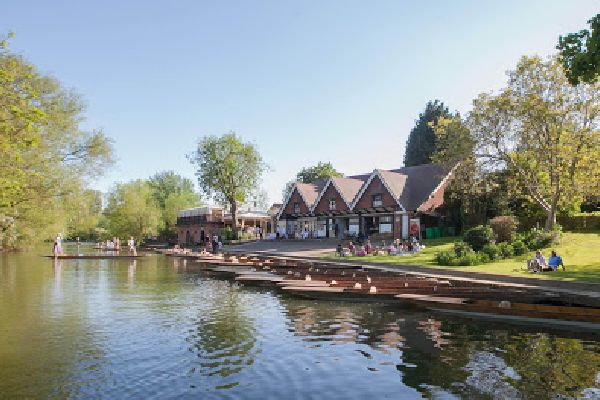 Punting at Cherwell Boat House
